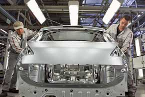 В процессе сборки люди проверяют качество автомобиля по 1800 контрольным позициям.