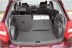 Багажник объемом 315 литров – по-прежнему один из лидеров класса. Сохранена  также возможность установки задней полки в трех различных положениях.
