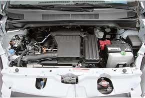 Мотор объемом 1,25л развивает завидную мощность. Динамика страдает лишь повине «автомата».