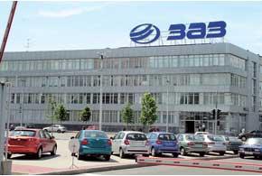 Запорожский автомобилестроительный завод располагается пообе стороны проспекта Ленина– самой длинной вЕвропе улицы.