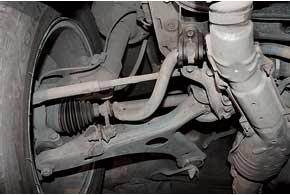 Слабые детали подвески – задние сайлент-блоки передних рычагов истойки стабилизатора (ресурс 40–50 тыс. км).