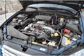 У нас эксплуатируются только бензиновые Outback. Самый распространенный мотор – 2,5 л. Правда, его динамика сАКП не впечатляет – целых 10,9 с до «сотни».