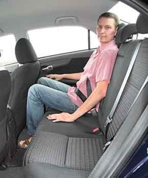 По пространству внутри Corolla – среднестатистическая. Места достаточно, но салон не слишком широкий.