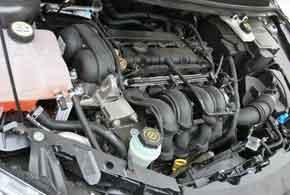У Ford мотор  неочень мощный, но хорошо тянет во всем диапазоне оборотов.