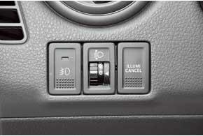 Изменить интенсивность подсветки табло бортового компьютера и магнитолы вSuzuki можно нажатием кнопки Illumi cancel, расположенной слева от рулевой колонки.