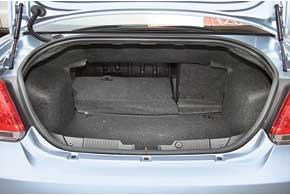 По объему багажника Fiat – крепкий середняк в этом тесте. Однако погрузочная высота 78 см – самая большая.