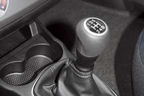 На пятой передаче без капризов и вибраций мотор спокойно ускоряет машину, начиная с40 км/ч.