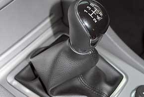 Работа коробки Ford– эталонная. Ходы рычага невелики, а избирательность – на высоком уровне.