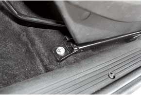 Салазки сидений новой конструкции от другого поставщика не ржавеют, не скрипят при регулировке иневибрируют.