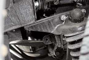 Усиленная ось нижнего рычага подвески передка, новые сайлент-блоки итехнология сборки избавляют от стуков при вывернутых колесах и продлевают ресурс узла.