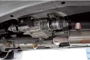 Двухрядные подшипники выходных валов «раздатки», карданы со ШРУСами и сальники Freudenberg – залог акустического комфорта, низкого уровня вибраций игерметичности агрегатов.