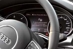 При активации системы автоматической парковки на дисплей наприборной панели выводится текстовая информация, подсказывающая водителю алгоритм дальнейших действий.