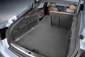 Водитель и пассажиры смогут воспользоваться объемом багажника в 535 л, а если путешествовать вдвоем, то складной задний ряд сидений позволит погрузить до 1390 л поклажи.