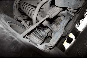В рулевом управлении каждые 60–70тыс. км меняют рулевые тяги, а их наконечники ходят очень долго.