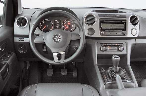 Пластик отделки передней панели жесткий, что нехарактерно для Volkswagen.
