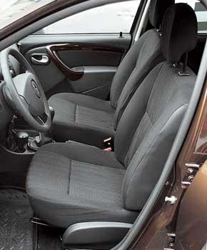 Сиденья «француза» удобны и оснащены регулировкой высоты, базовой для тестируемого авто в комплектации Laureate.