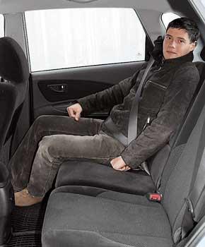 В Tucson есть возможность  изменить  наклон подушки водительского сиденья.