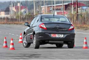 Система ESP вмешивается не при первых симптомах потери управляемости, а когда авто уже основательно уходит страектории. Но ее помощь ощутима.