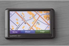 На карте «НавЛюкс» навигатора Garmin магистральные улицы обозначены оранжевым цветом, а второстепенные и внутридворовые проезды – серым.