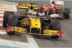 За 40 кругов Гран-при Абу-Даби Виталий Петров заработал ненависть фанатов Ferrari – и, возможно, продление контракта в Renault?