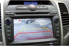 Задней видеокамеры у нас, скорее всего, небудет. При отсутствии монитора картинка выводится на 3,5-дюймовый экран всалонном зеркале.