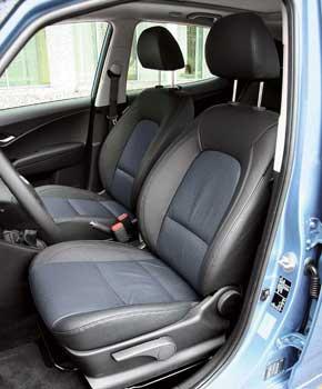Еще одна причина в пользу выбора такого автомобиля: при внешних размерах хэтчбека В-класса места сзади достаточно.
