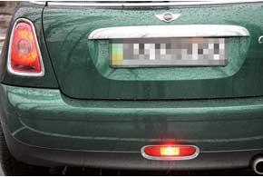 Задние «противотуманки» могут быть рядом со штатными фонарями или жевмонтированы вбампер.