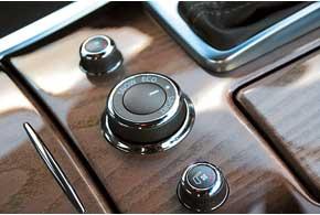 Селектор Infiniti Drive позволяет выбирать один из четырех режимов движения: Eco, Sport, Snow илиStandard.