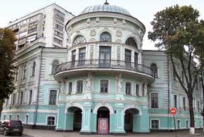 Здание нынешнего Сумского областного краеведческого музея было построено в 1886 году для Земской управы.