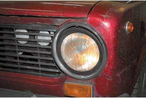Для улучшения света фар впервую очередь следует заменить «родную» оптику с обычными лампами накаливания (45/40 Вт) «галогенками» H4(60/55Вт).