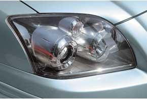 Защитный колпак передней оптики современем пескоструится и качество освещения ухудшается. Иногда могут запотевать фары.