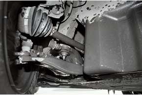 В передней (нафото) изадней подвесках чаще всего придется менять втулки стабилизаторов (каждые 40–60 тыс. км).