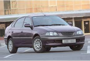 первое поколение Toyota Avensis