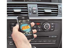 Программа BMW ConnectedDrive включает набор вспомогательных систем, уникальный для данного класса автомобилей. Опционально возможна интеграция мобильных устройств.