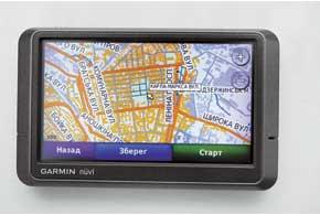 При поиске незнакомой улицы навигатор Garmin с картой «НавЛюкс» учитывает двуязычность поиска и  многовариантность (до шести) в названиях улиц.