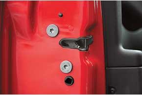 Зимой после моек автомобиля может выйти из строя электропривод дверных замков.
