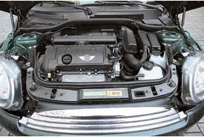Мотор Mini Cooper наибольшего объема (1,6литра) рождает чистую тягу без вспомогательных средств. Автоматическая коробка предлагается как опция.