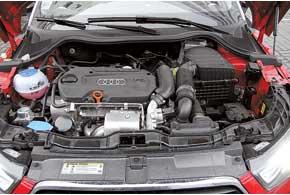 Мотор Audi А1 имеет самый маленький объем – 1,4 литра, но благодаря турбине демонстрирует великолепные характеристики. «Робот» S-Tronic – опция.