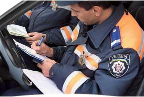 Перед доставкой водителя вмедучреждение  гаишник должен составить админпротокол изаполнить бланк направления наосмотр.