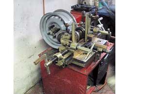 Рихтовочные станки неспособны качественно устранить деформации стальных дисков.
