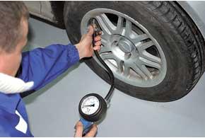 Перед каждым тестом тормозов и ходовой устанавливается предписанное производителем давление в шинах.