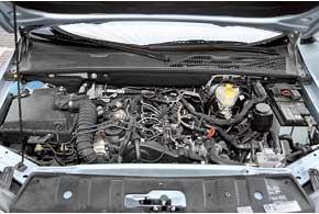 Двигатель Amarok страдает от недостатка тяги нанизких оборотах. Затоон экономичнее. Да и при регистрации налогов за него платить меньше.