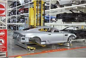 Производство любого Aston Martin– процесс небыстрый. Пока готовятся другие комплектующие, собранные кузова лежат на полках.