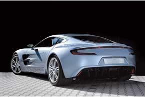 Панели кузова One-77 отформованы вручную из алюминиевых листов.