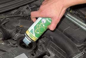 Причиной затрудненного запуска мотора вмороз бывает залегание поршневых колец. Вернуть компрессию в цилиндрах иногда помогает промывка системы смазки.