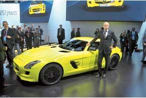 На презентации SLS AMG E-Cell  руководитель Daimler AG Дитер Цетше  подтвердил информацию о запуске электромобиля в серию.
