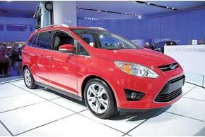 Ford C-Max дебютировал сразу в трех ипостасях: с ДВС, в гибридной версии Hybrid и подзаряжаемой гибридной Energi.