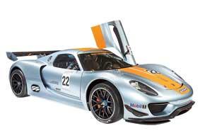 Бензо-электрический Porsche 918 RSR (767 л. с.) оснащен гоночной 6-ступенчатой секвентальной КП.