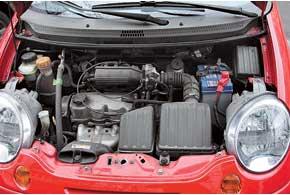 Matiz оснащают двумя бензиновыми агрегатами – 3-цилиндровым объемом 0,8 л и4-цилиндровым 1,0 л. Оба они отличаются неплохим моторесурсом.