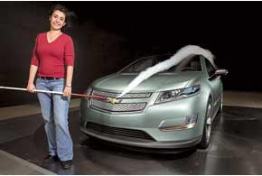 Задачу экономии топлива при создании Volt решали комплексно, совершенствуя аэродинамику, подбирая соответствующие шины и т. д.